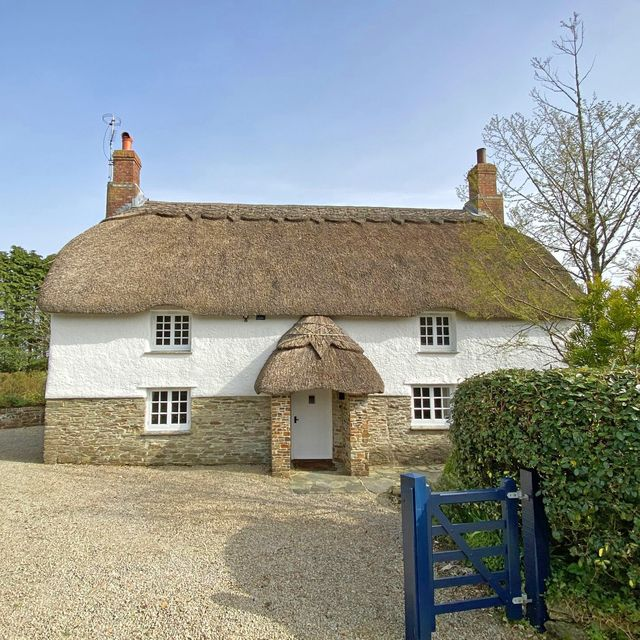 thatched cottage for sale in cornwall