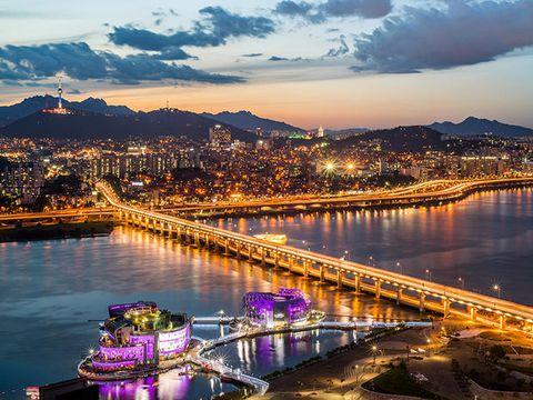 Sky, Cityscape, Bridge, Landmark, Water, River, City, Urban area, Night, Cloud,