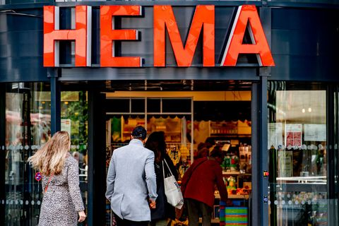 people are seen entering inside hema shopping center amid