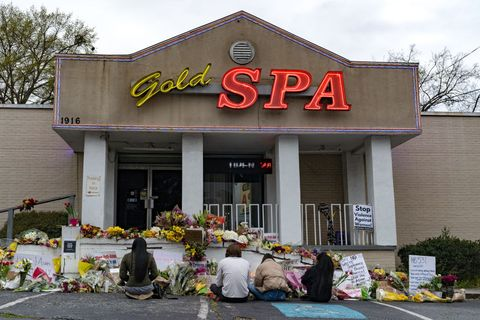 atlanta community continues to mourn shootings that left 8 dead at area massage parlors