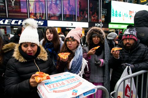 Times Square Olive Garden Halloween 2020 Domino's Sold $30 Pizzas On New Year's Eve In Times Square