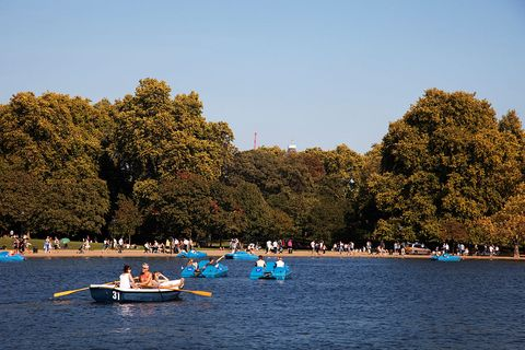 UK - Weather - Summertime heat wave in Autumn gives London an Indian Summer