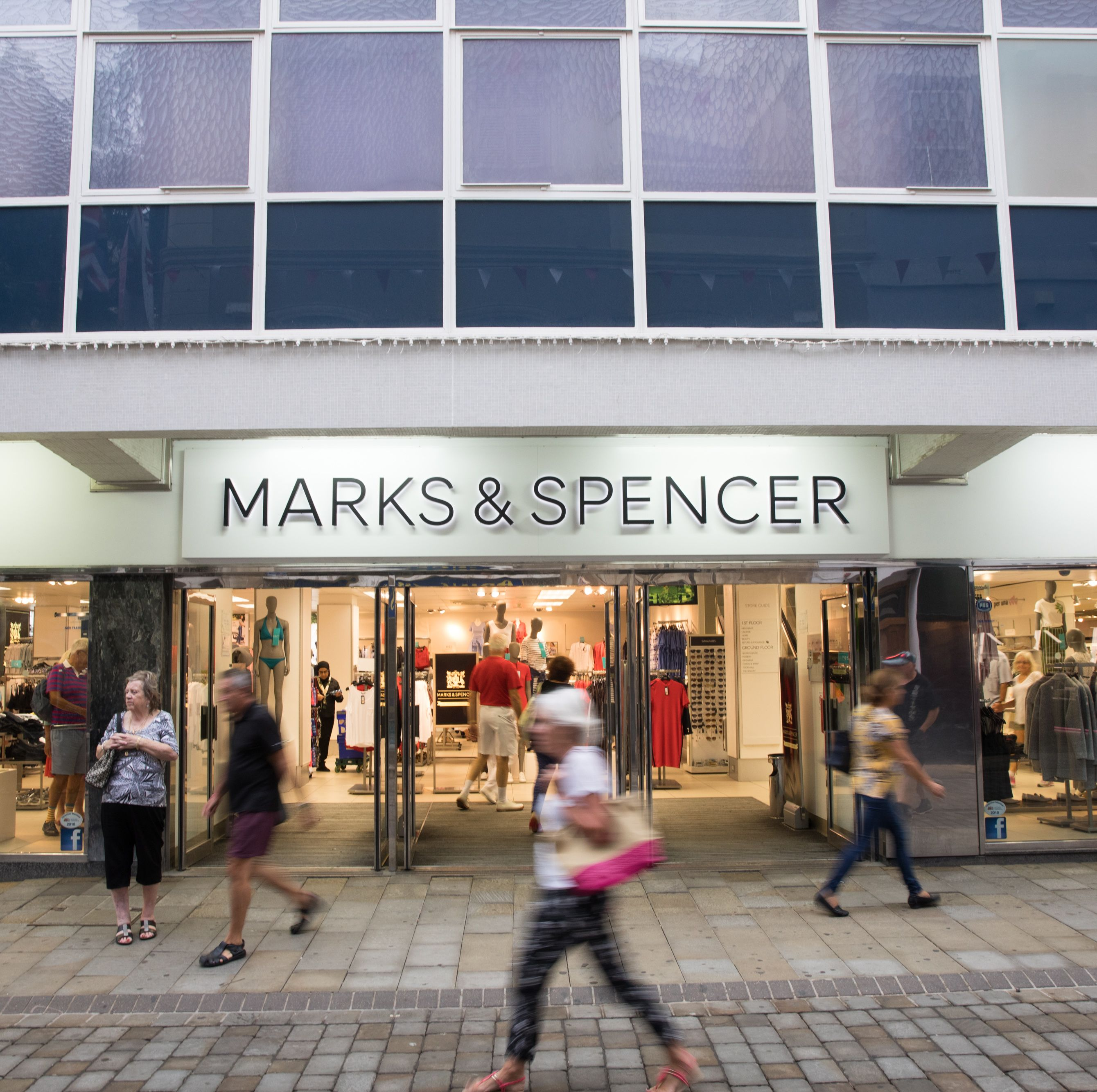 Marks & Spencer announces the closure of over 100 stores