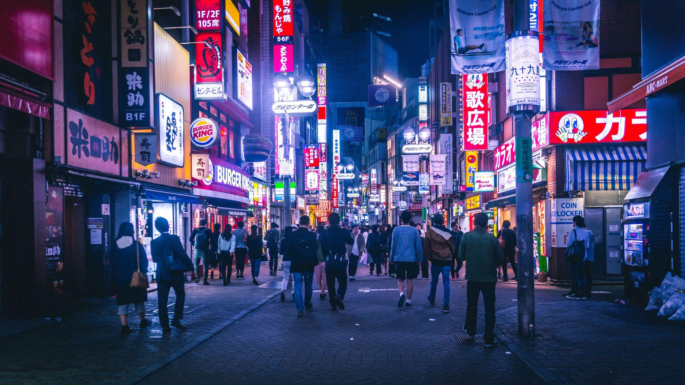 Viaggio (dal divano) nella Tokyo notturna e cyberpunk di Liam Wong