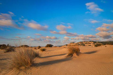 Piscinas, uno dei posti da visitare in Italia per la sua archeologia industriale e le sue dune di sabbia a due passi dal mare.
