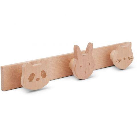 Perchero de madera con cabezas de animales