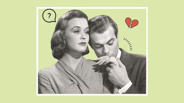 mujer enfadada y hombre besándole la mano pidiendo perdón por una infidelidad