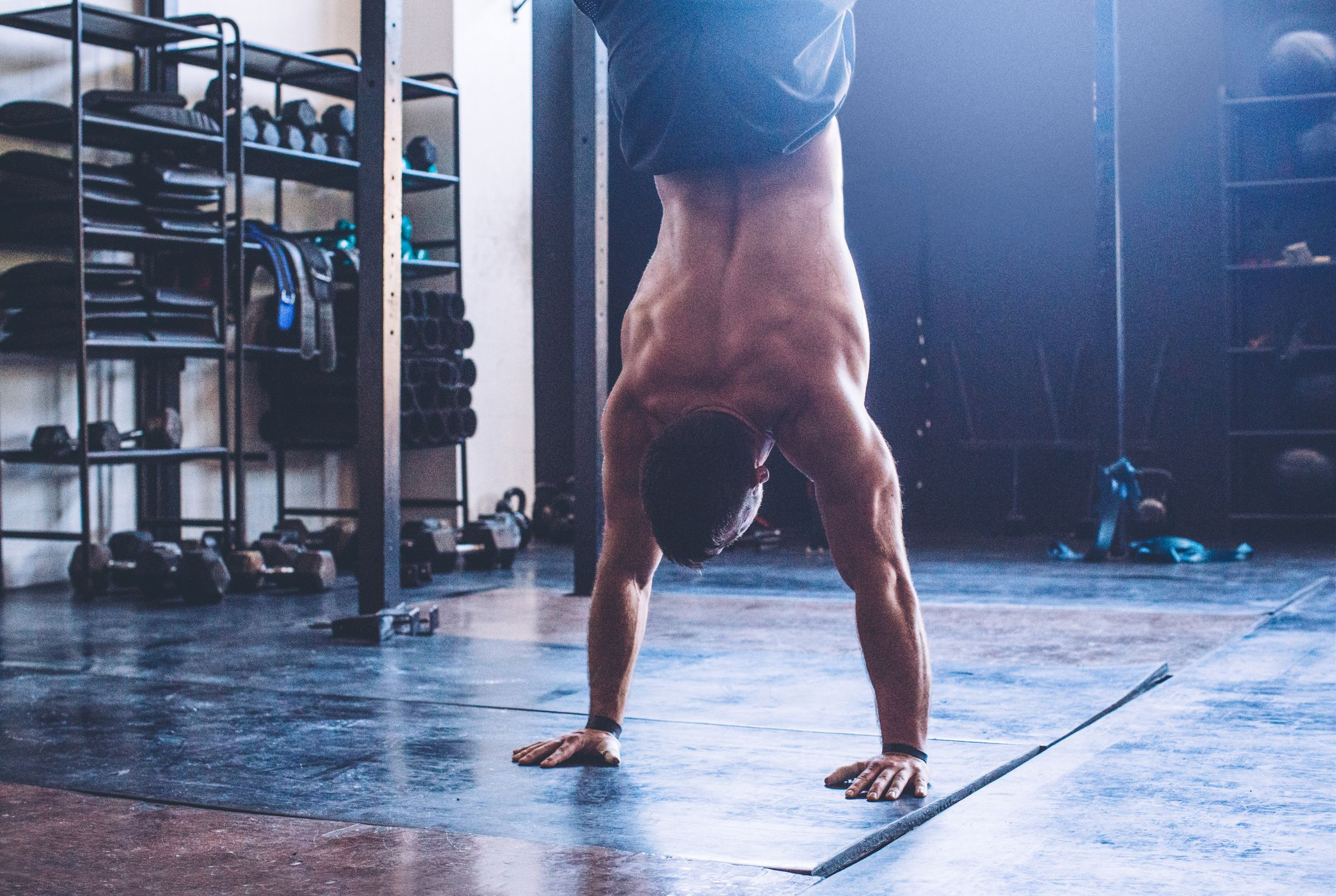 Watch How an Average Guy Mastered the Handstand in Just 5 Months