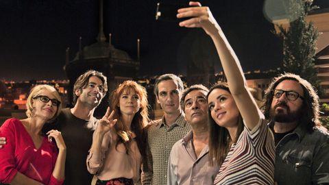 el reparto de perfectos desconocidos se hace un selfie