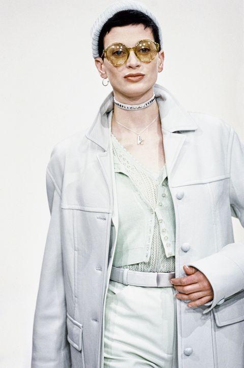 56e8944ee925 90s Fashion Eyewear Trends - Kurt Cobain