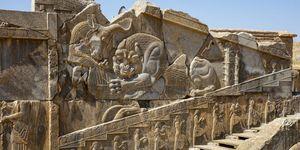 Relief Loewe kaempft mit Stier, Treppe des Darius-Plastes, Persepolis
