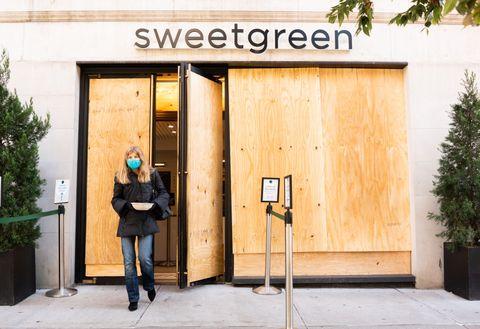 new york city restaurants resume indoor service at 25 capacity