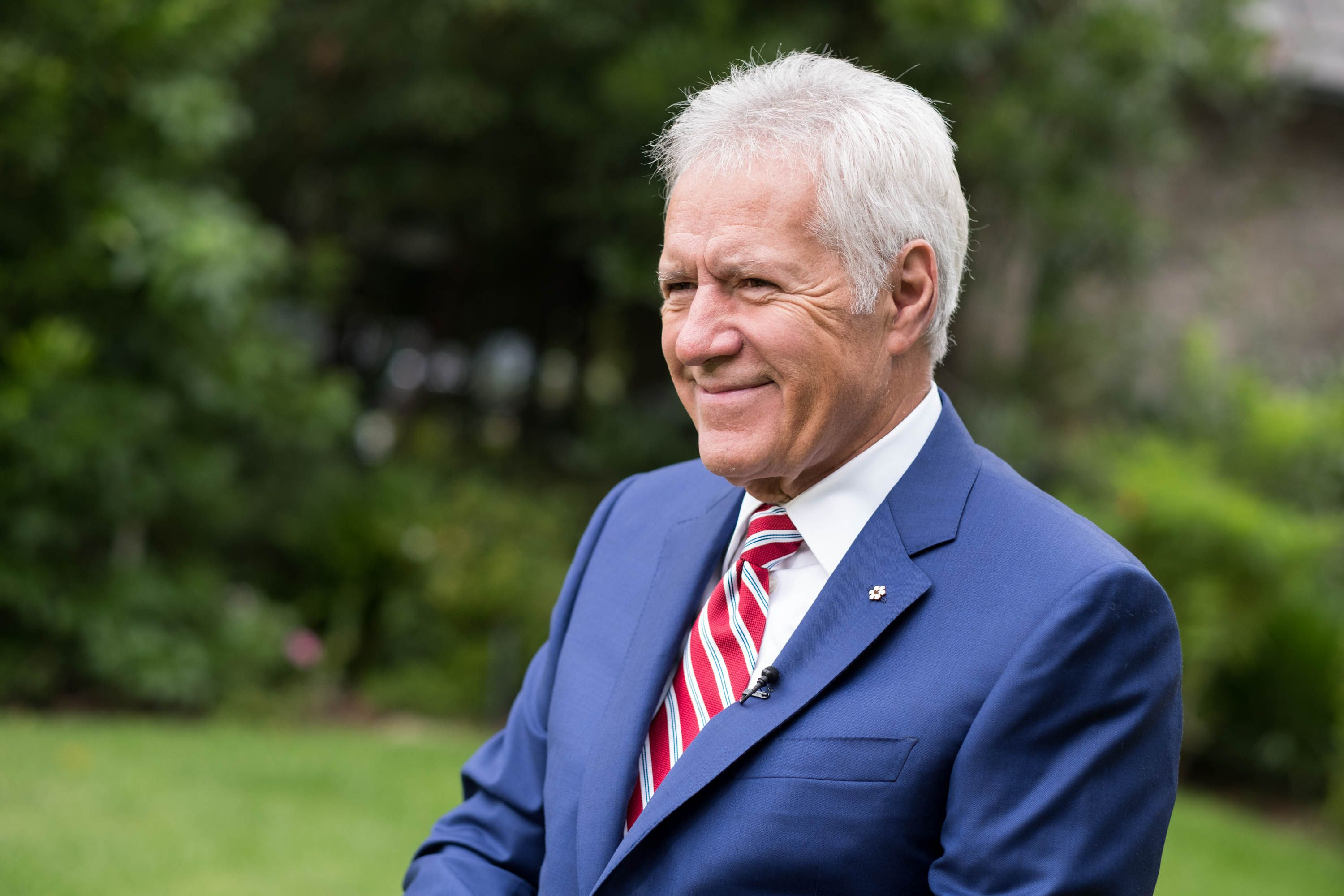 """Alex Trebek Wishes He """"Had Known Sooner"""" About the Signs of Pancreatic Cancer"""