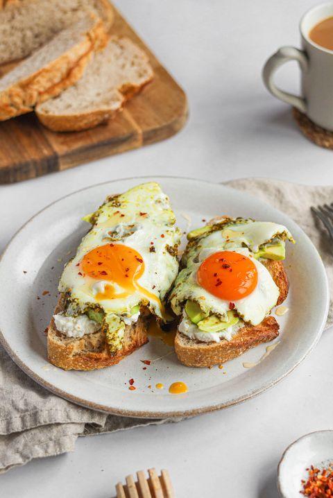 tiktok pesto eggs