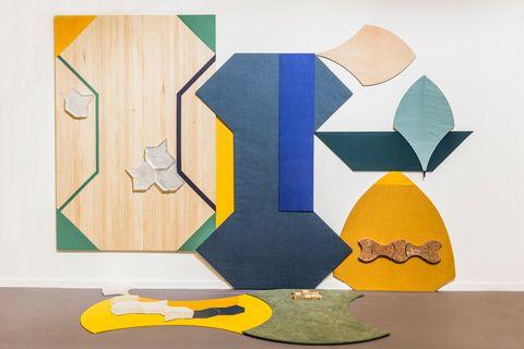 'Pétalo, hueso, aguja, huso', obra de MIREN DOIZ expuesta en ha creado la plataforma Crear/Sin/Prisa de Cervezas Alhambra