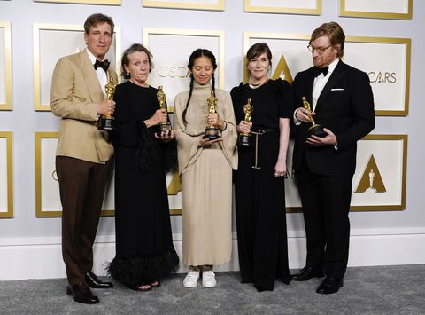los angeles, california   april 25 l r peter spears, frances mcdormand, chloe zhao, mollye asher, and dan janvey, winners of best picture for nomadland, pose in the press room at the oscars on sunday, april 25, 2021, at union station in los angeles photo by chris pizzello poolgetty images