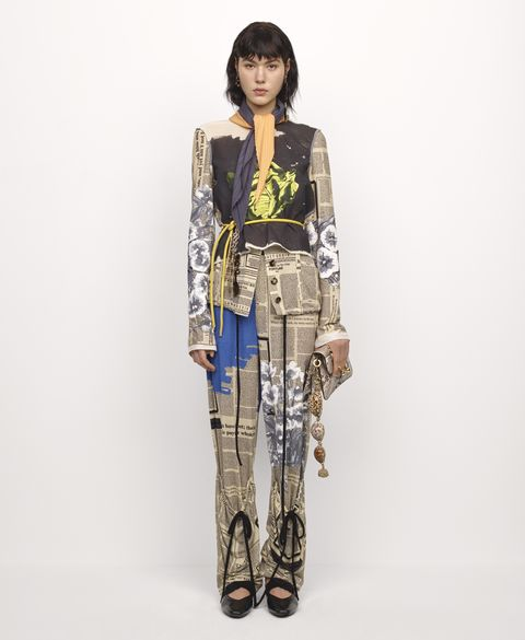 Sleeve, Joint, Style, Blazer, Knee, Costume design, Bangs, Fashion design, Fashion model, Sculpture,