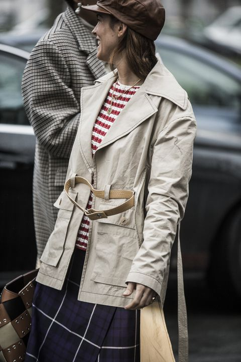 Clothing, Trench coat, Street fashion, Coat, Fashion, Outerwear, Overcoat, Beige, Jacket, Waist,