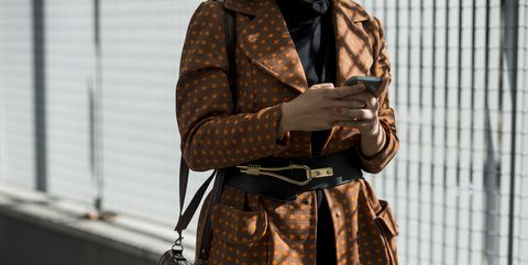 Brown, Sleeve, Bag, Textile, Luggage and bags, Street fashion, Pattern, Camera, Shoulder bag, Leather,