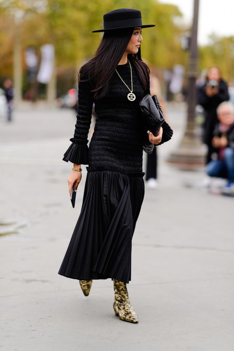 Clothing, Street fashion, Black, Fashion, Shoulder, Joint, Footwear, Waist, Snapshot, Ankle,