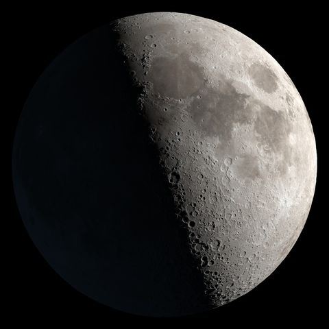 Moon, Astronomical object, Astronomy, Atmospheric phenomenon, Black-and-white, Night, Monochrome photography, Darkness, Atmosphere, Monochrome,