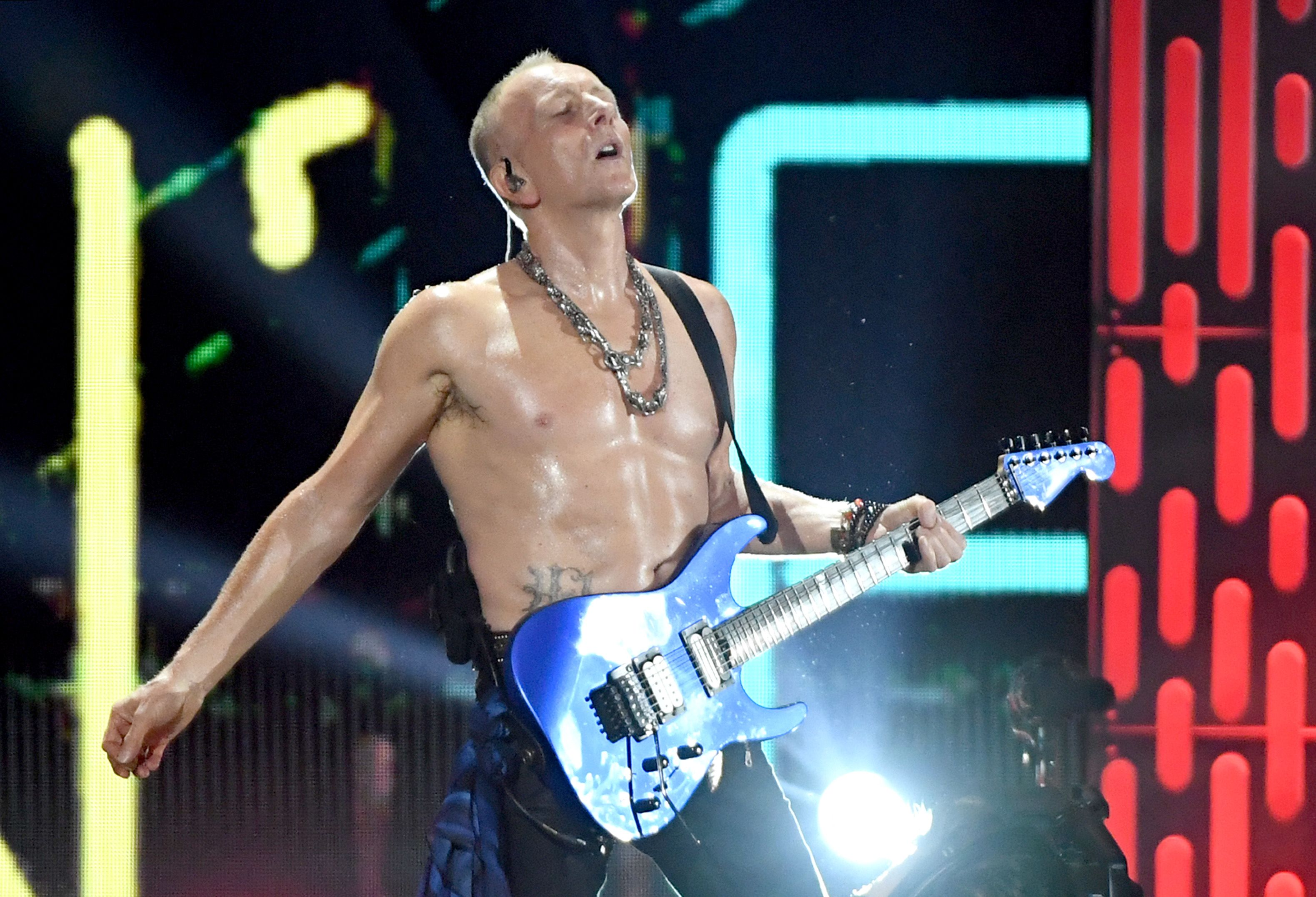 Def Leppard Guitarist Phil Collen Is Doing A 30 Day Workout