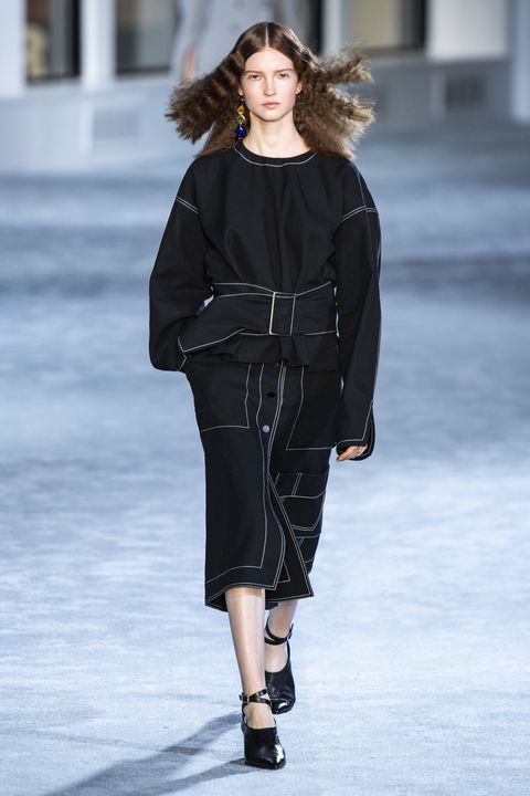 Clothing, Sleeve, Fashion show, Shoulder, Joint, Outerwear, Winter, Fashion model, Style, Runway,