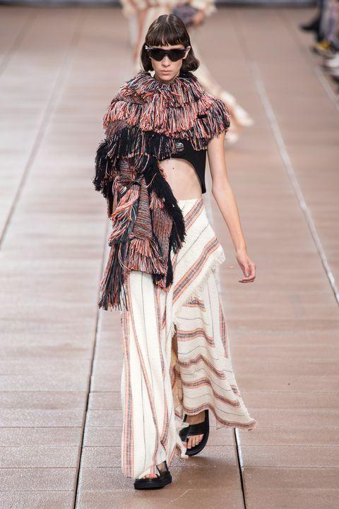 Fashion, Runway, Fashion model, Clothing, Fashion show, Haute couture, Fashion design, Street fashion, Shoulder, Outerwear,