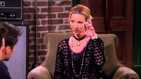"""Phoebe (Lisa Kudrow) enseña a Joey (Matt LeBlanc) a tocar la guitarra en """"Friends"""""""