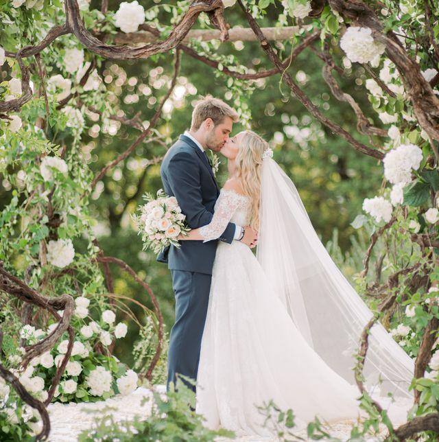 Photograph, Wedding dress, Bride, Bridal clothing, Dress, Ceremony, Gown, Wedding, Bridal accessory, Veil,