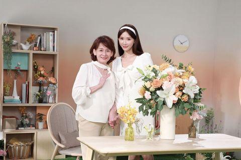 Flower Arranging, Floristry, Floral design, Bouquet, Flower, Room, Cut flowers, Plant, Art, Artificial flower,
