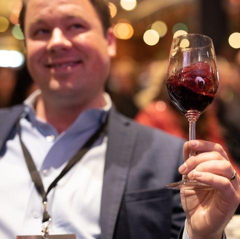 Wine glass, Stemware, Glass, Champagne stemware, Drink, Drinkware, Wine, Red wine, Hand, Event,
