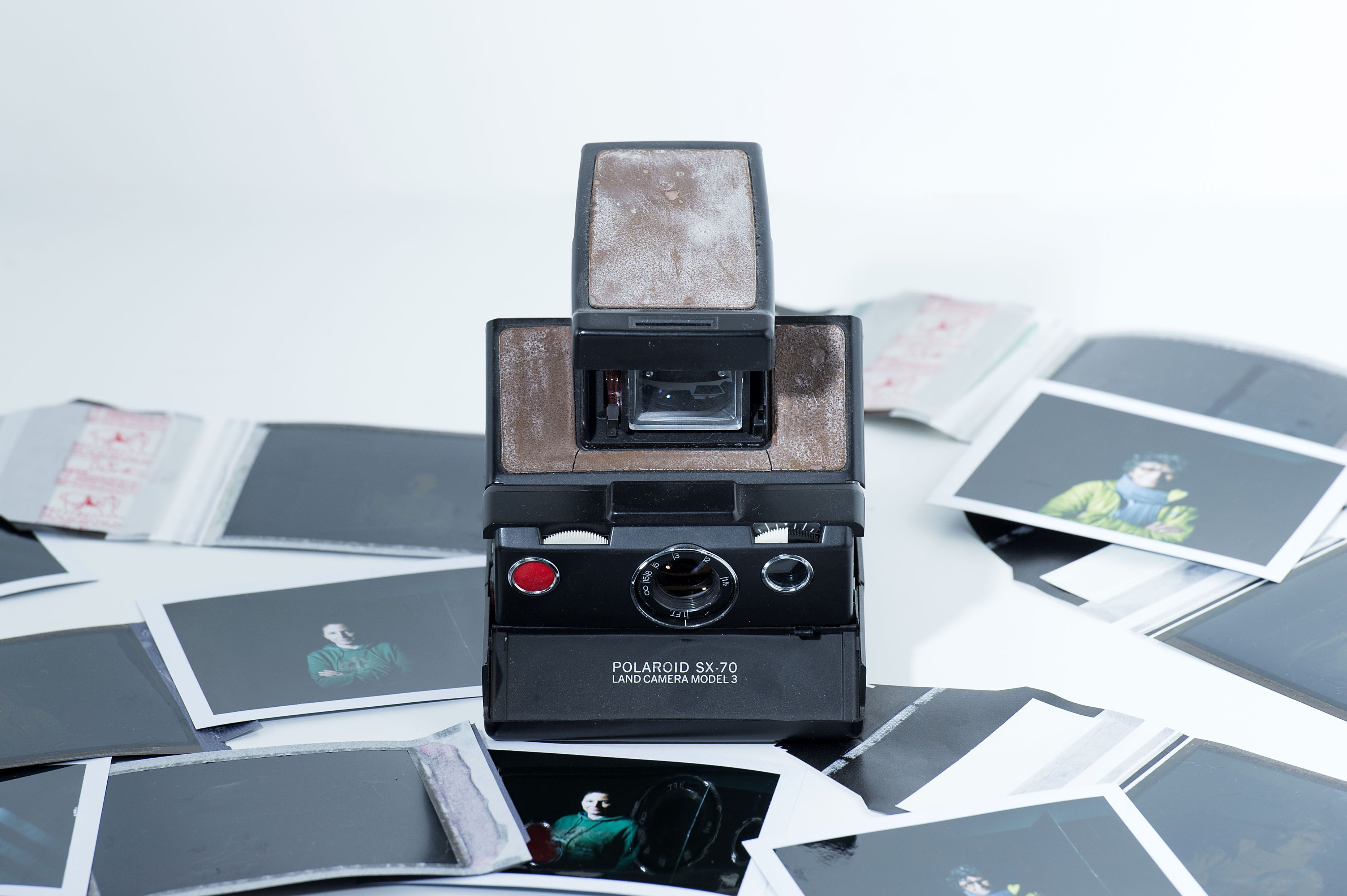 Legacybox Is a Mail-In Service That Will Digitize Your Old Photos and Tapes So You Can Keep Them Forever