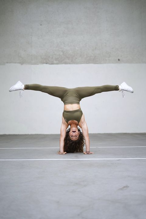 Performance art, Performance, Joint, Stretching, Physical fitness, Acrobatics, Flip (acrobatic), Balance, Performing arts, Photography,