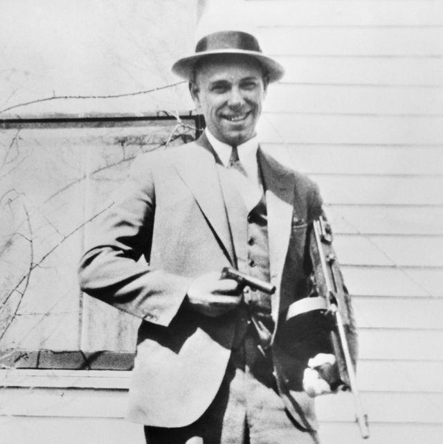 john dillinger poses with machine gun