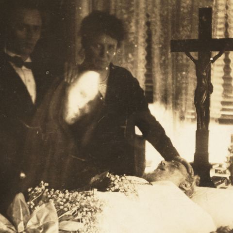 creepy vintage photos   mourning ghost face