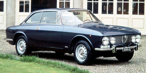 Land vehicle, Vehicle, Car, Classic car, Alfa romeo 105 series coupes, Regularity rally, Alfa romeo, Coupé, Sedan, Alfa romeo sprint,