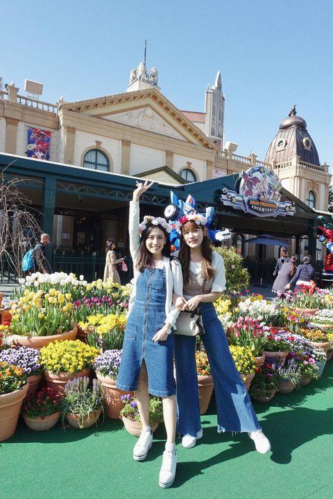 Tourism, Public space, Town, Marketplace, Market, Vacation, Spring, Leisure, Travel, Plant,