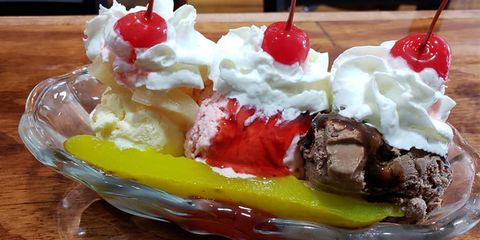 Dish, Food, Cuisine, Frozen dessert, Sundae, Whipped cream, Ice cream, Dessert, Gelato, Ingredient,