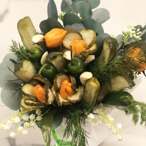 Floristry, Flower, Flower Arranging, Plant, Floral design, Bouquet, Vegetable, Cut flowers, Grass, Food,