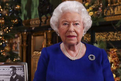 エリザベス女王の10のブローチが持つ意味