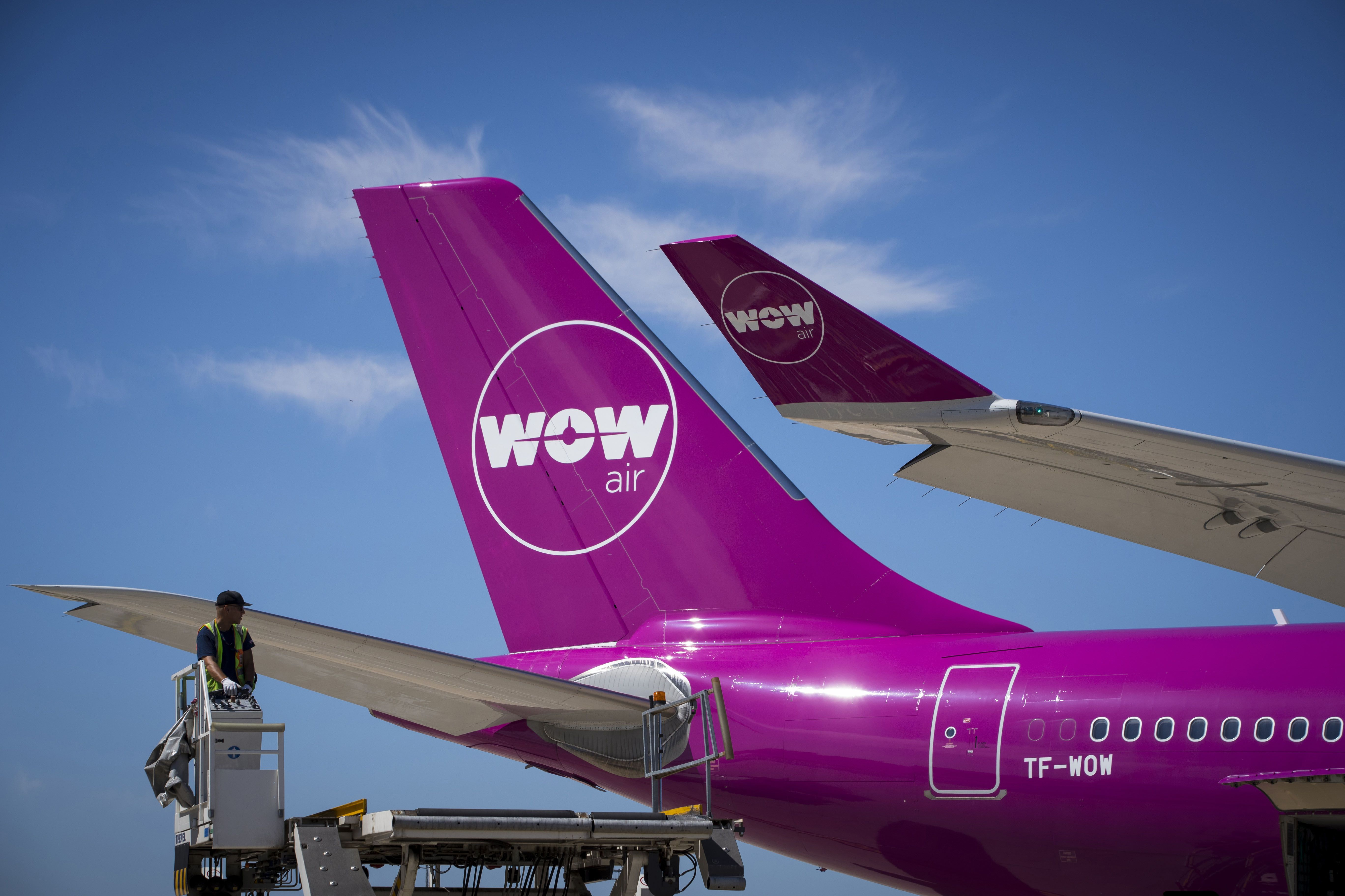 Discount Airline 'Wow' Shuts Down Out of Nowhere, Stranding Thousands of Passengers