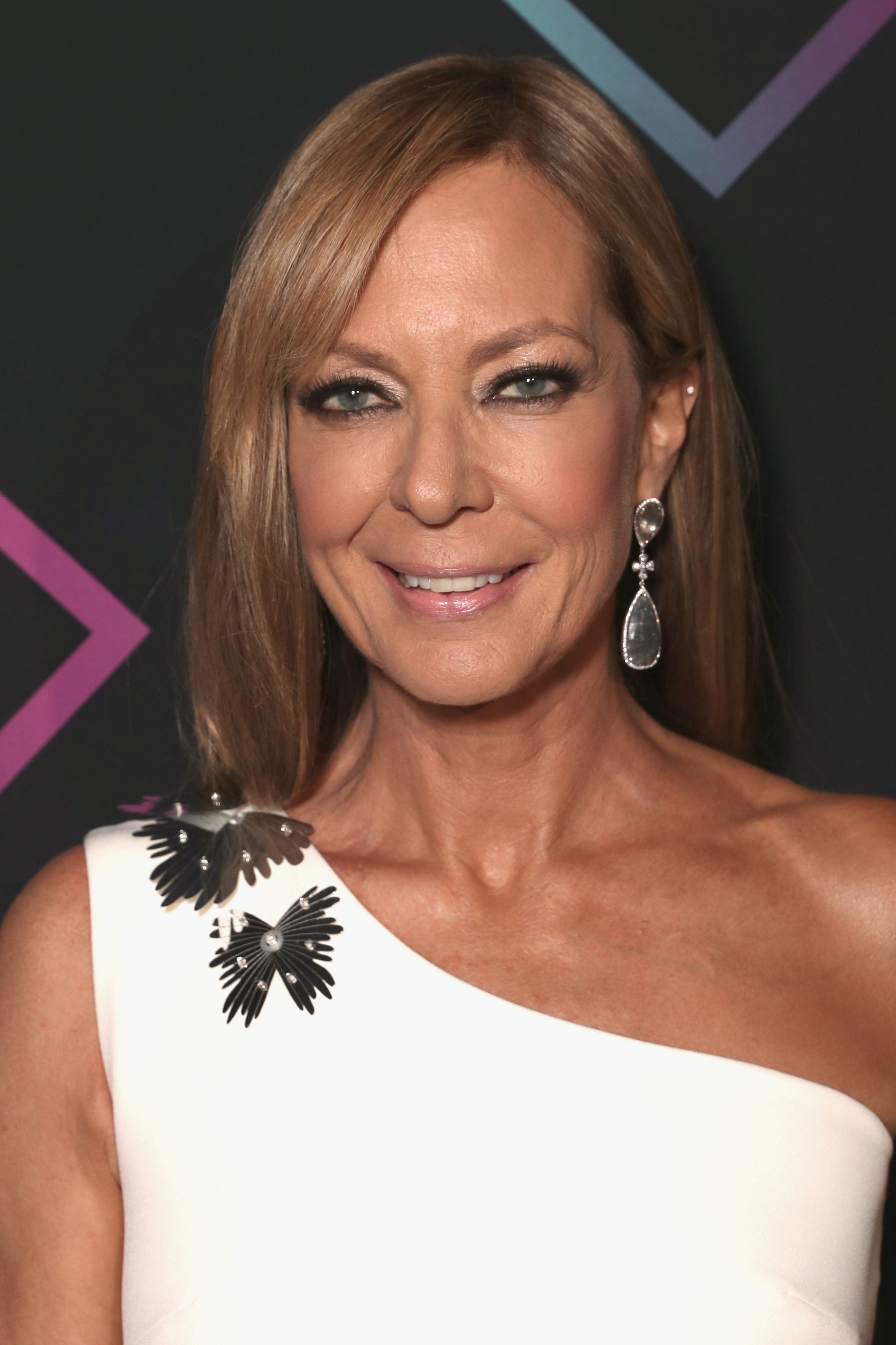 Allison Janney Hair 2018 E! People's Choice Awards - Backstage