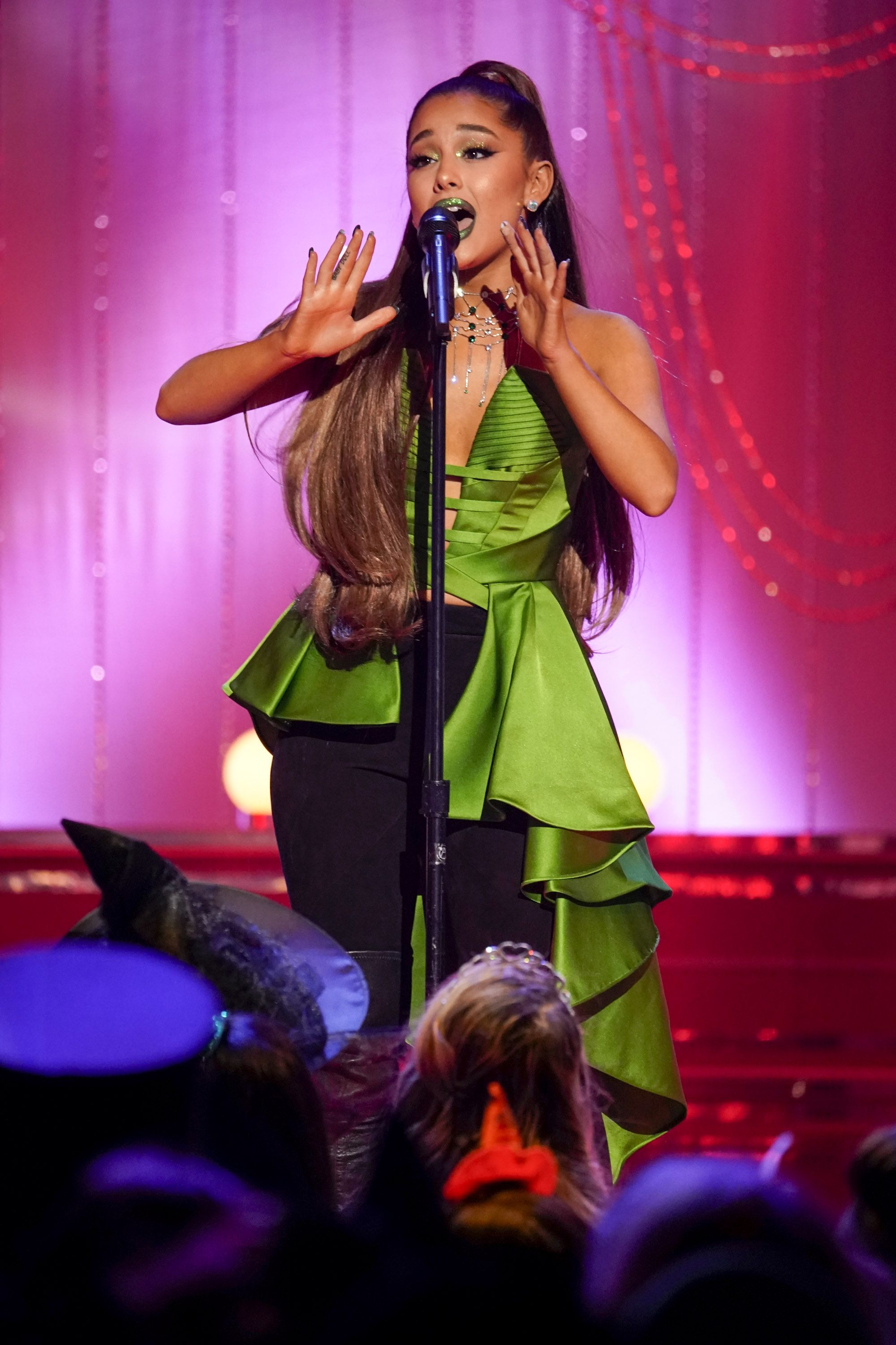 """Signs Ariana Grande Actually Won't Star In New Netflix Musical """"The Prom"""""""