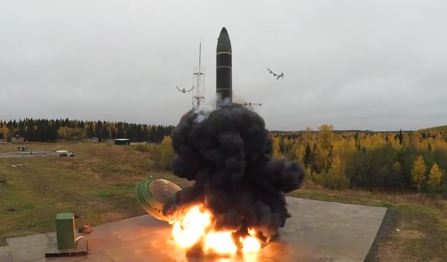 russia test launches topol m intercontinental ballistic missile from plesetsk cosmodrome