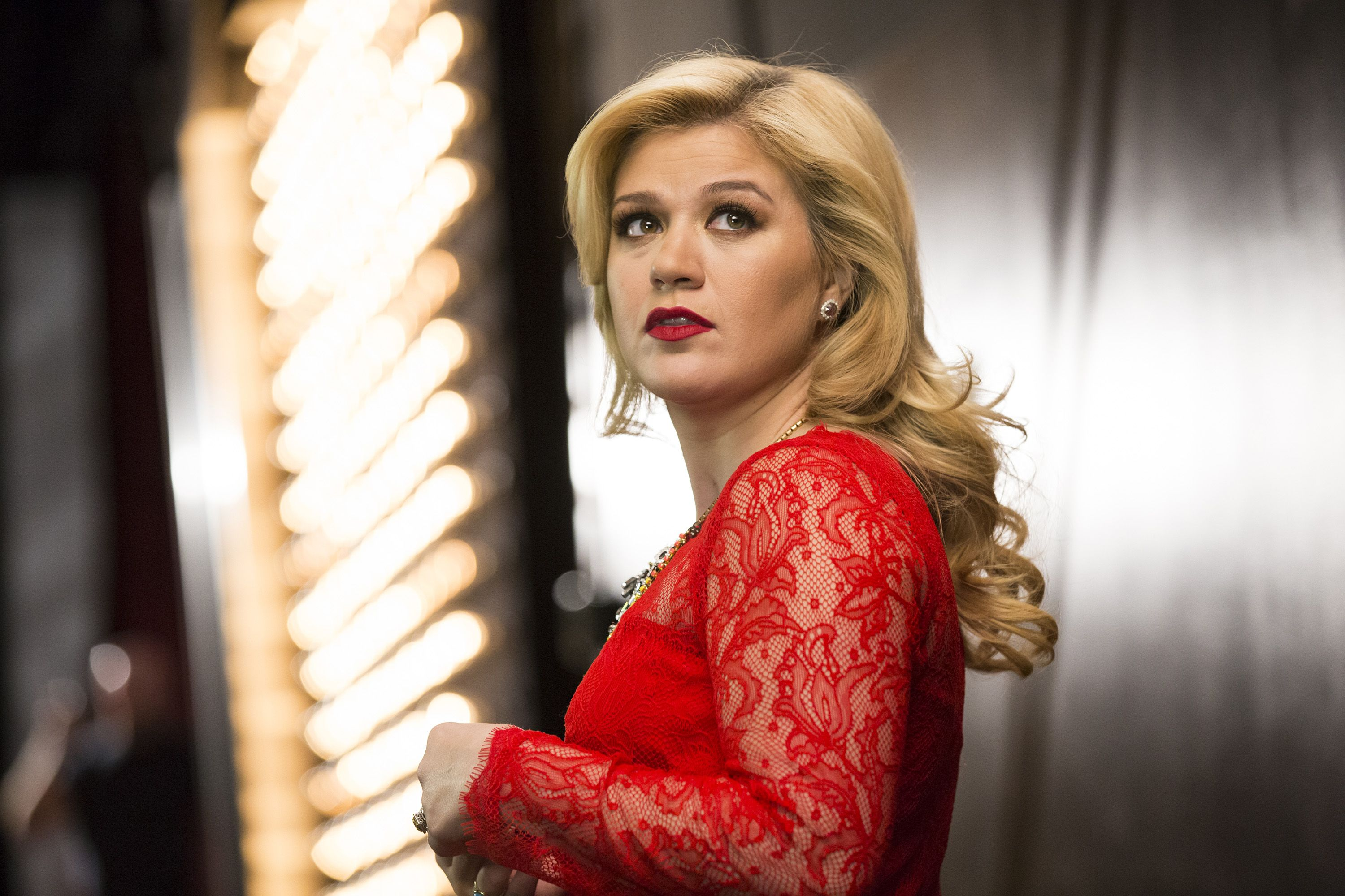 Kelly Clarkson Just Shut Down a Troll Who Attacked One of Her Fans