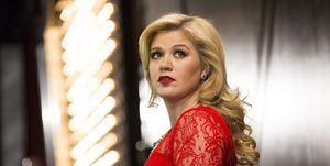 kelly clarkson stands up for fan