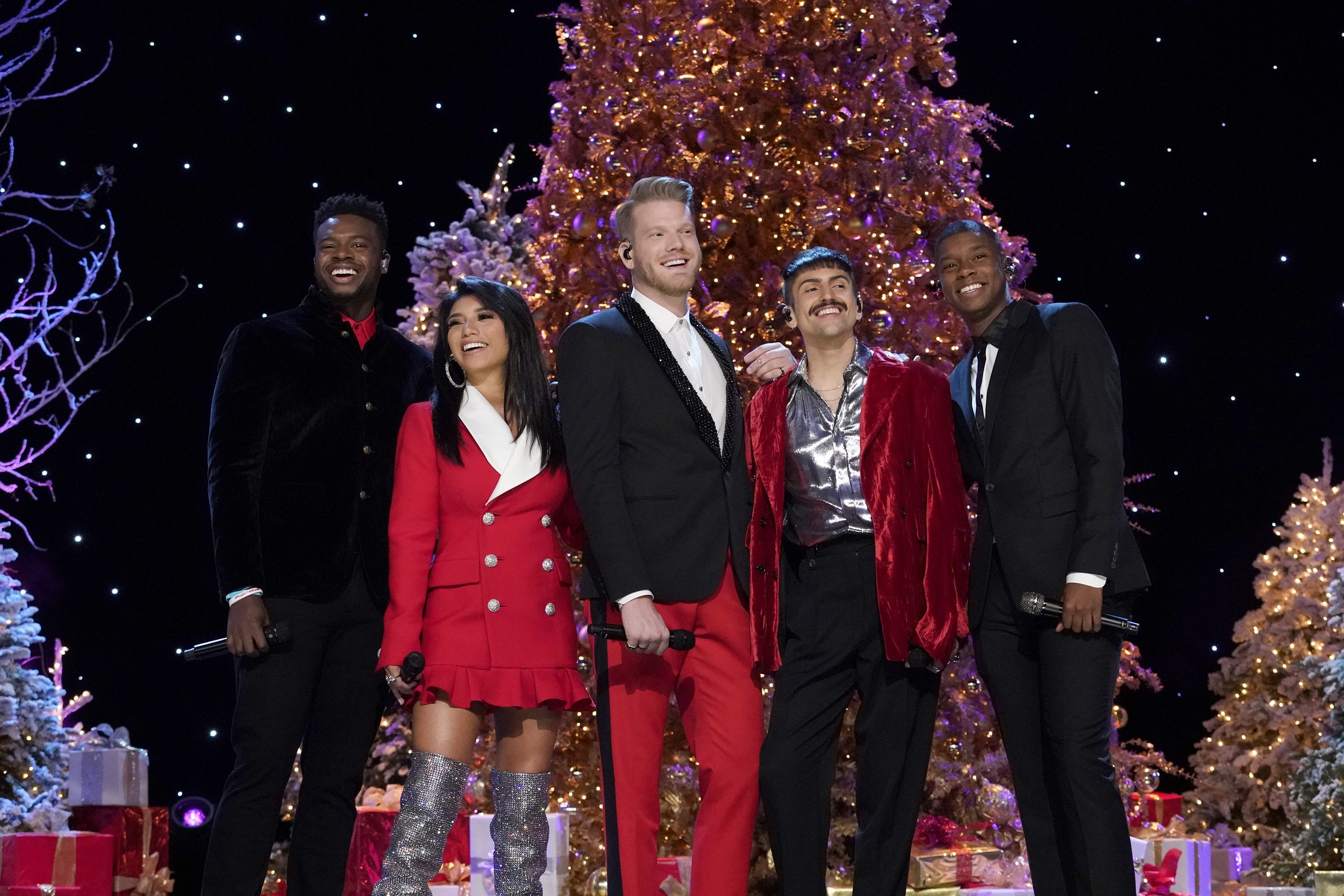 Pentatonix Christmas Songs.The Pentatonix Releases 2018 Christmas Album Christmas Is Here