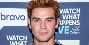 Kj Apa bij Watch What Happens Live With Andy Cohen - Season 15