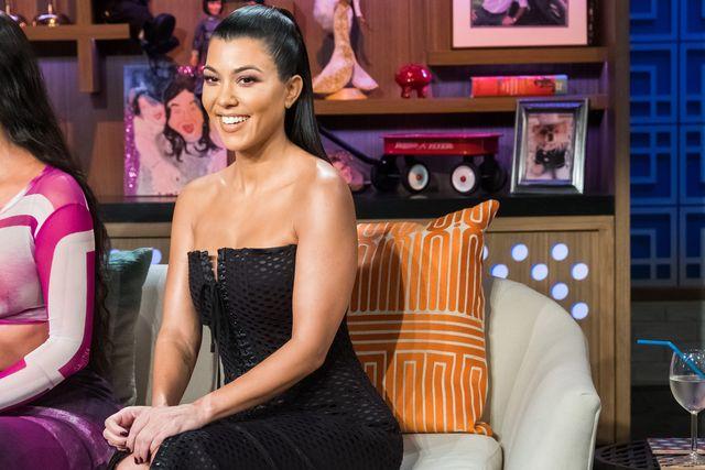 kourtney kardashian en un plató de televisión